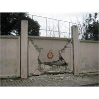 Duvar Yıkılmaya Başlayınca,kale De Düştü...