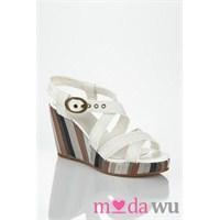 Levis Markasının En Moda Bayan Ayakkabıları