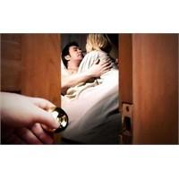 Aşırı Kıskançlık İlişkiyi Kolayca Zedeliyor