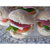 Ev Yapımı Mini Soğuk Sandviçler