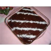 Kedili Çikolatalı Pasta Yapmak İsteyen
