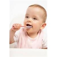 Bebekler Kendi Kendine Ne Zaman Yemeye Başlar?