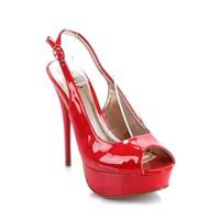 Topuklu Ayakkabı İle Nasıl Yürünür ?