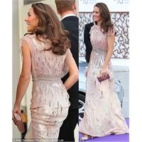 Düşes Kate Ark Gala'da Neler Giydi?