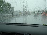 Yağmur İşlemeyen Oto Camı...