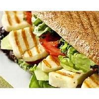 Kahvaltıda Peynirli Sandviç