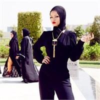 Başörtülü Rihanna