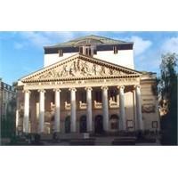 Brüksel'in Zarif Opera Binası - La Monnaie