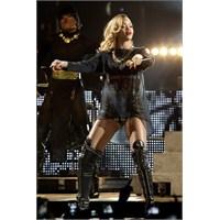 Rihanna Yeniden Sarışın Oldu!