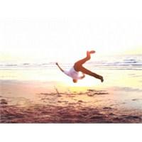 Yoga Ve Breakdance'in Müthiş Buluşması - Video