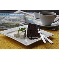 Keyifli Zamanlara Eşlik Eden Çikolatalı Kek