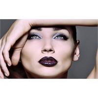 Siyah Göz Kalemi, Siyah Saçlı, Esmer Tenli Bayanla