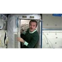 Astronotlar Uzayda Nasıl Uyuyor?