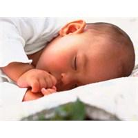 Bebeklerde Sağlıklı Uyku Düzeni