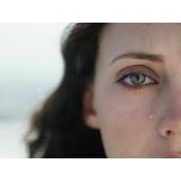Kadının ömrü ağlamakla geçiyor!