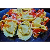 Tortellini-domates Soslu