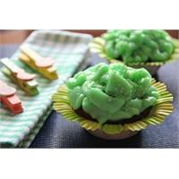 Çikolatalı Şeftali Reçelli Çiçek Muffinler
