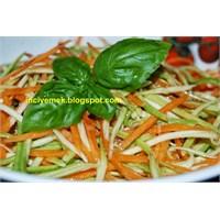 Çiğden Kabak Ve Havuç Salatası