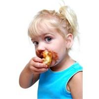 Çocuklar İçin En Tehlikeli 10 Yiyecek !