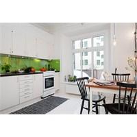 Beyaz Ve Yesil Renkte Harika Bir Mutfak