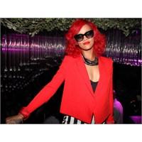 Rihanna'nın Her Gün Değişen Saçları..