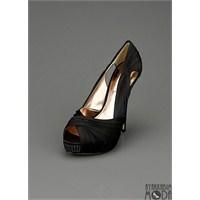 Ünlülerin Sıkça Tercih Ettiği Ayakkabılar