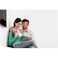 Sanal Alemde Tanışıp Evlenenler Daha Mutlu