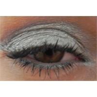 Metalik Gri Göz Makyajı