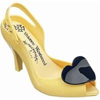 Plastik Ayakkabılar!