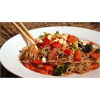 Sebzeli Çin Makarnasını Hiç Denediniz Mi?