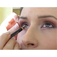 Etkileyici Bakışlar İçin Doğru Göz Makyajı Şart