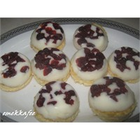 Yabanmersinli Muhallebi Pasta