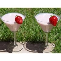 Çilekli Shake - Yogurtkitabi.Com