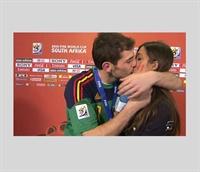 Iker Casillas ın Canlı Yayın Öpücüğü