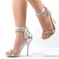 Yüksek Topuklu Ayakkabılardaki Tehlike!!!