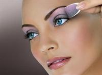Göz Makyajı Bantları İle Makyaj Artık Çok Kolay