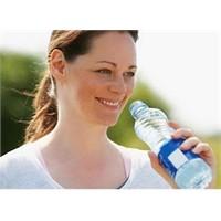 Yaşlanmanı Su İçerek Azalt!