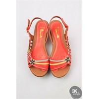 Yeni Sezonda En Moda Bayan Sandaletler