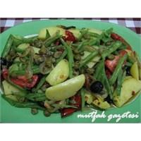 Taze Fasulyeli Patates Salatası