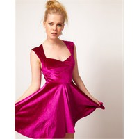 Yaz Sezonu İçin Kadife Elbise Modeli Tercihleri
