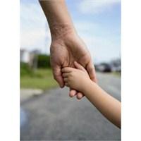 Çocuğa İlgi Sevgiyle Başlar