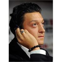 Dünyada Yükselen Sıradışı Bir Fenomen: Mesut Özil
