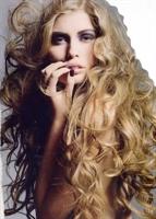 Kabaran Ve Elektriklenen Kıvırcık Saçlara Doğal Ön