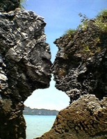 Öpüşen Kayalıklar