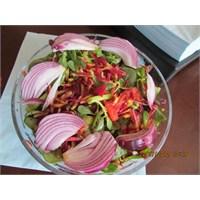 Yaban Havucu Salatası