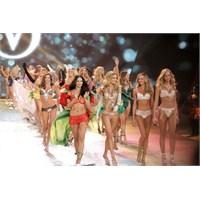 Yazın En Güzel Bikini Modelleri