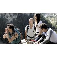 Tatile Çıkan Bir Grup Genç