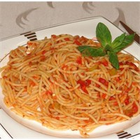 Fesleğenli Domates Soslu Spagetti