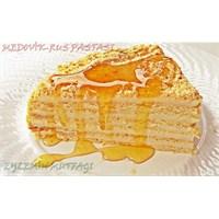 Medovik- Rus Pastası