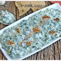 Yoğurt Soslu İspanak Salatası (Resimli)